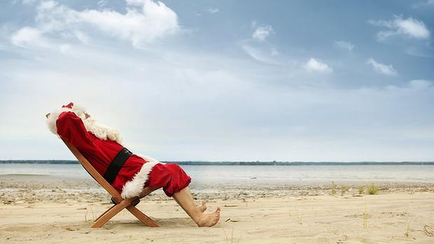 Beach-Santa_729-620x349